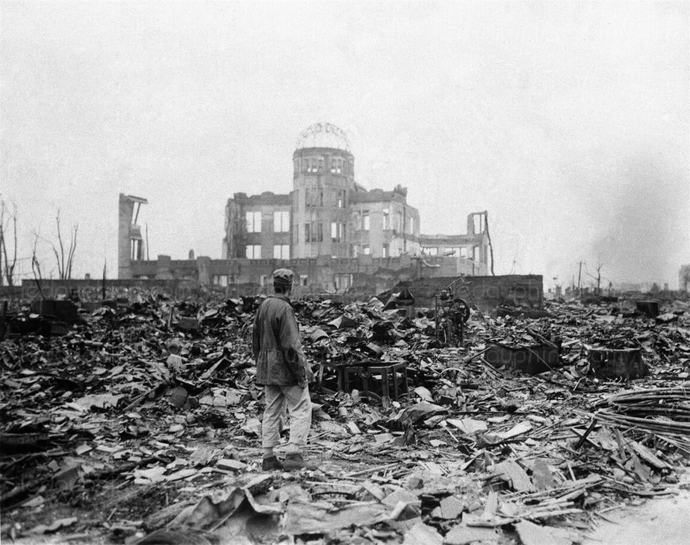 l-explosion-de-deux-bombes-nucleaires-a-hiroshima-et-nagasaki-mirent-fin-a-la-seconde-guerre-mondiale-en-meme-temps-qu-elles-amenerent-l-humanite-a-un-nouvel-age-celui-du-nucleaire-dr.jpg