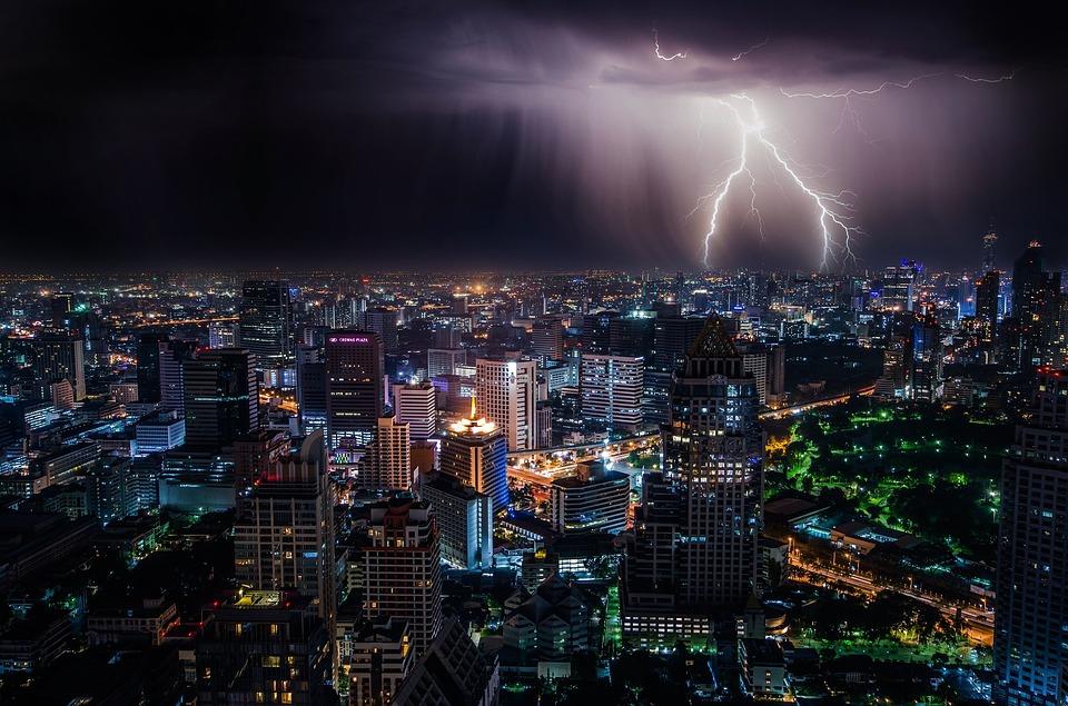 lightning-1082080_960_720.jpg